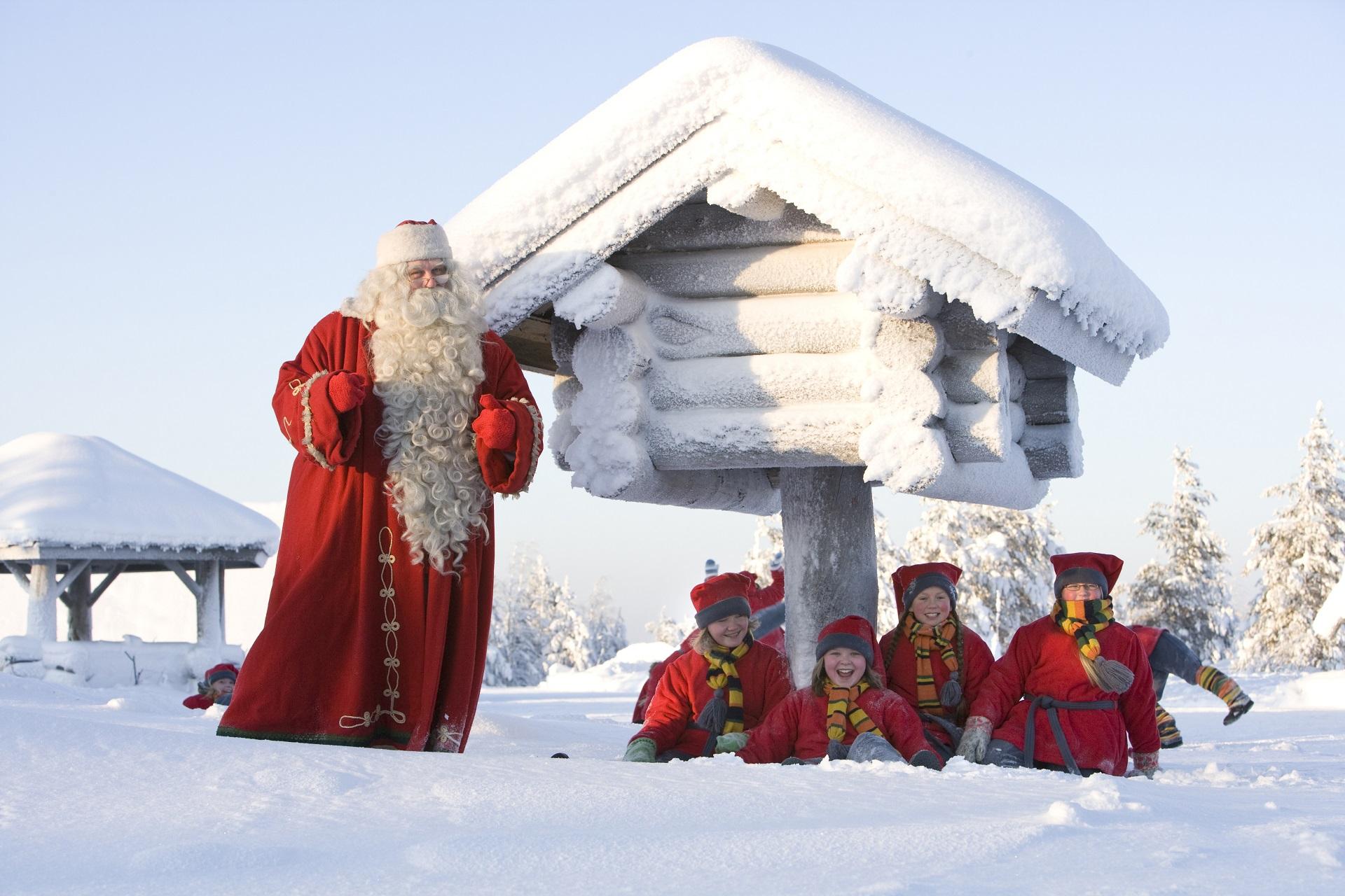 Kinderfreude mit dem Weihnachtsmann
